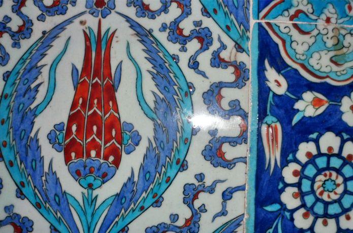 İznik tile, Rustem Pasha Mosque, İstanbul, Turkey.