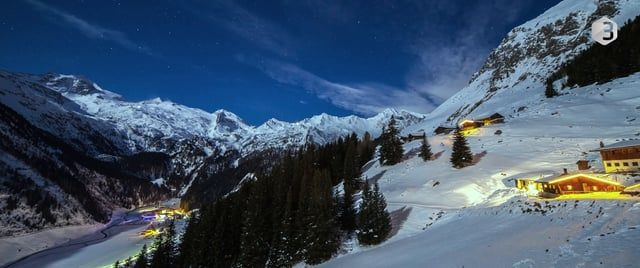 Timelapse produced on three weekends in Zillertal, Austria. RAW-Pictures taken with the Canon EOS 5D MK II and III with the old and new Canon EOS 24-70mm 2,8 (II) and the Samyang 14mm. Postproduction with Adobe Lightroom and LR Timelapse. Music by krizmental / http://www.homecookin.de. Produced 2012-2015.    _____________________________________________  _____________________________________________    Zeitrafferkomposition aus Aufnahmen von drei Skiwochenenden im Zillertal - genauer am Ende…