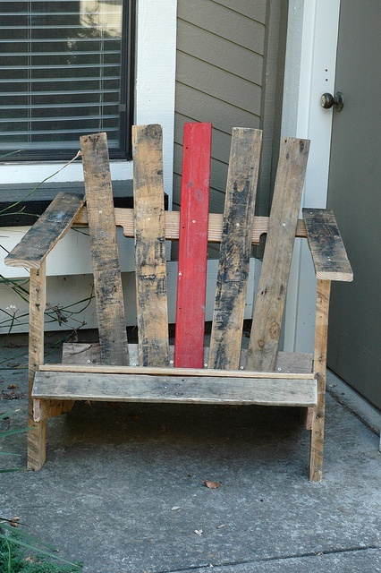 Pallet chair lets make these this weekend!