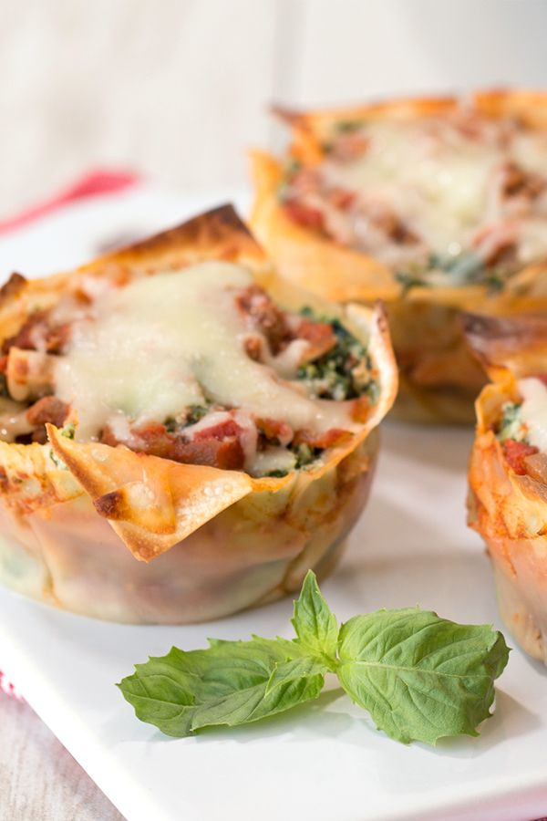 Healthy comfort food! These miniature lasagnas may be small, but they're PACKED with flavor! Plus, how cute are they?! You've got to make these Perfect Li'l Lasagna Cupcakes ASAP… 173 calories | 5g fat | 4 SmartPoints… PIN THIS RECIPE!