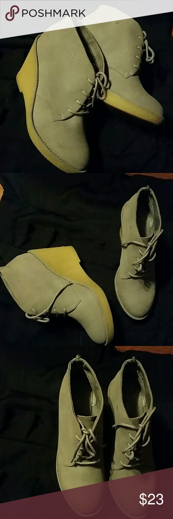 Old Navy Ankle  Boots. Size 9 Bearly used Old Navy Gray Ankle boots. Platform style heel and rubber made. In great condition. Old Navy Shoes Ankle Boots & Booties