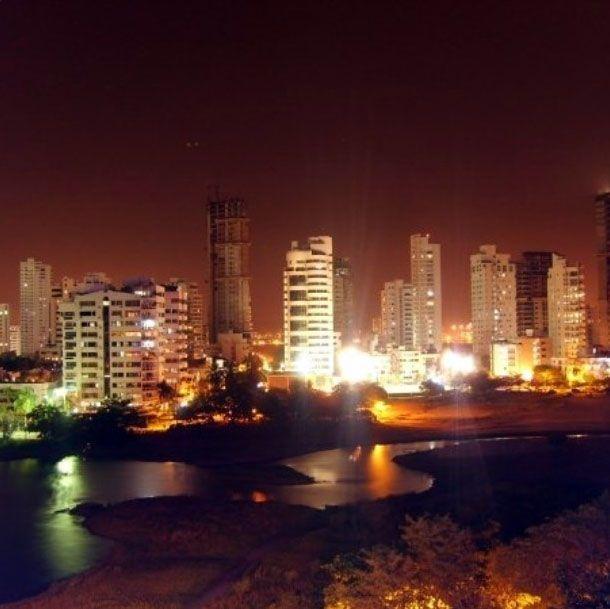 Vista nocturna de Cartagena desde el Hotel Hilton