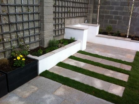 Stepping stone detail of Naas garden - by MAXIMIZE DESIGN