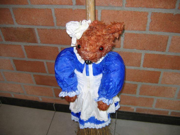 handgemaakte beer op bezem