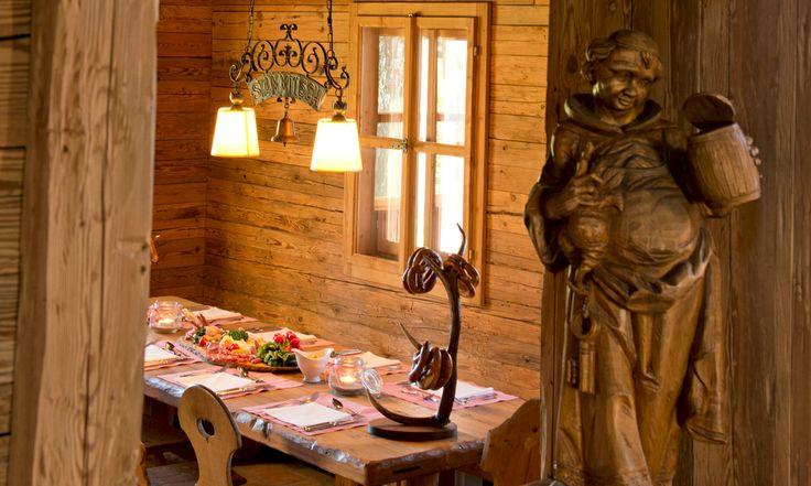"""Heute Abend steigt der nächste Hüttenabend in unserer """"Hubertushütte"""". Wir wünschen allen einen gesegneten #Appetit und """" a mords #Gaudi """" :-) - #almhuette #brotzeit #Mahlzeit #Bayrisch #Rustikal #location #bayern #bavaria #alps #chiemgau #chiemsee #hotel #hotels #incentives #events #tagungshotel #veranstaltungen #alm"""
