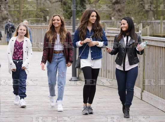 Danielle Peazer and Jade Thirlwall with her family at Legoland #model #dancer #youtuber #fashion #style #beauty #makeup #body #blogger #idle #lane #loves #idlelane #lad #lads #one #direction #onedirection #1d #gf #girlfriend #little #mix #guys #purple #filter #insta #instagram #post #photo #liam #payne #one #direction #ex #girlfriend #singer #jade #shark #lego #family #amuse #amusement #park #selfie #photo #friends