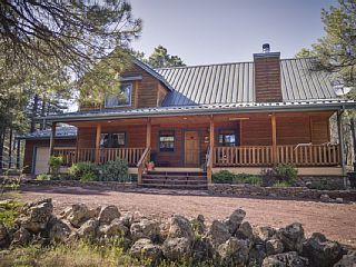 1800sf luxury cabin in Coconino forest. Complete privacy with no close neighbors. 15 minutes from historic Flagstaff. this is our vacation home it is well appointed and very comfortable it is not just another rental. ...