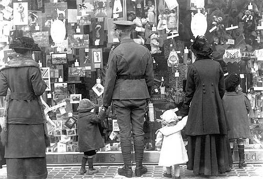§§§ : Christmas window shopping 1917