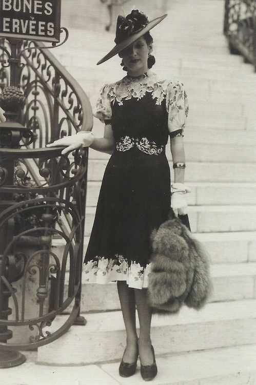 Now THIS is style | Woman at Longchamp Racing Paris - 1939