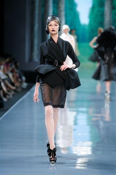 Christian Dior défilé Haute Couture automne hiver 2008 2009 veste sur jupe brodée