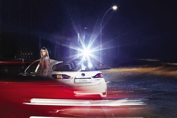 변속레버 하단의 EV 모드를 가동하면 상황에 따라 최고 시속 45km/h, 최대 2km까지 전기 모터로만 달릴 수 있는 THE NEW CT 200h.   Lexus i-Magazine Ver.4 앱 다운로드 ▶ www.lexus.co.kr/magazine  #Lexus #Magazine #NEWCT200h #CT