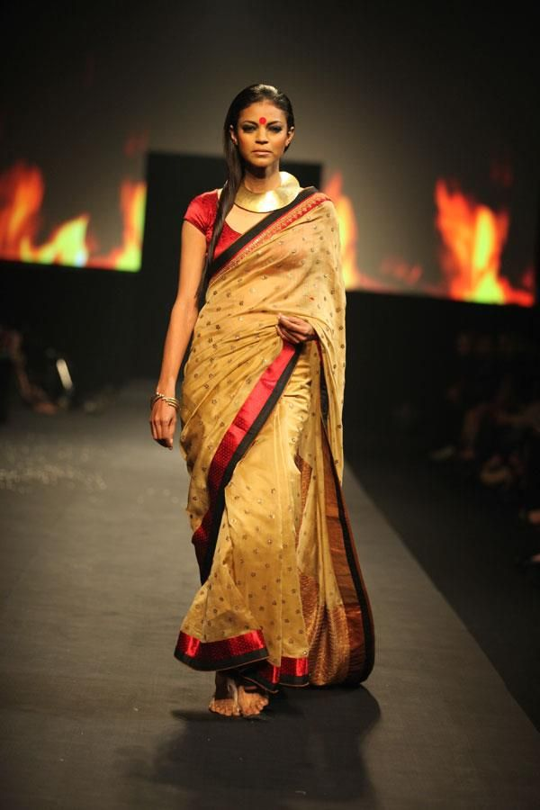 No matter what the occasion is, this Chanderi saree from Ritu Kumar's 'Draupadi' collection is a perfect choice.