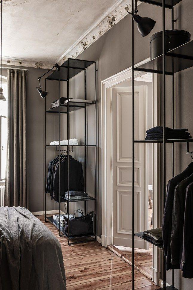 Klädförvaring i vårt sovrum: http://www.ikea.com/se/sv/catalog/products/80303437/#/80303437
