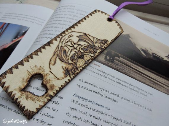 Lying down pug wooden bookmark - Wooden bookmark for pug and dog lovers - Pyrography wooden bookmark with lying down pug design