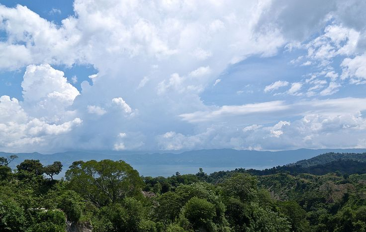 Lake Ilopango   © Ll1324/WikiCommons