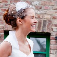 headpiece mit fächerblume und pünktchen (http://www.noni-mode.de) bridal fascinator with aster-like rosettes made of silk organza and little dots.