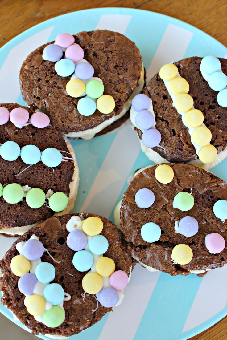 Easter Egg Ice Cream Sandwiches with M&M's are the Perfect Easter Treat! #Ad #SweeterEaster