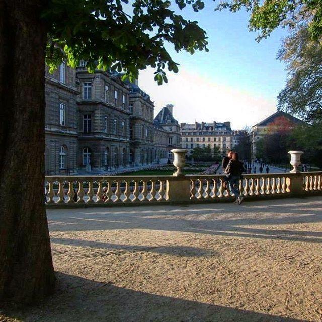 🇫🇷Paris Love ❤️ Jardin du Luxembourg  #spring #april #jardinduluxemburg #luxembourggardens #sunset #parissunset #parisfrance #jardin #garden #happydays  #thatview #instaparis  #instagood  #instatravel #instafrance  #visitfrance #instaview  #lovefrance  #beautiful #picturesque #magnifique  #love #travel #explore #live #melbournelifelovetravel  #holiday #fun  #visitparis #scenery