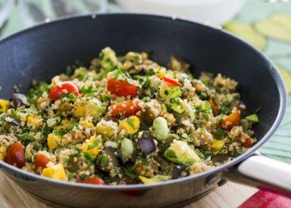 Men grönsaker och frukt i den näringsrika quinoan får du här en mättande måltid.