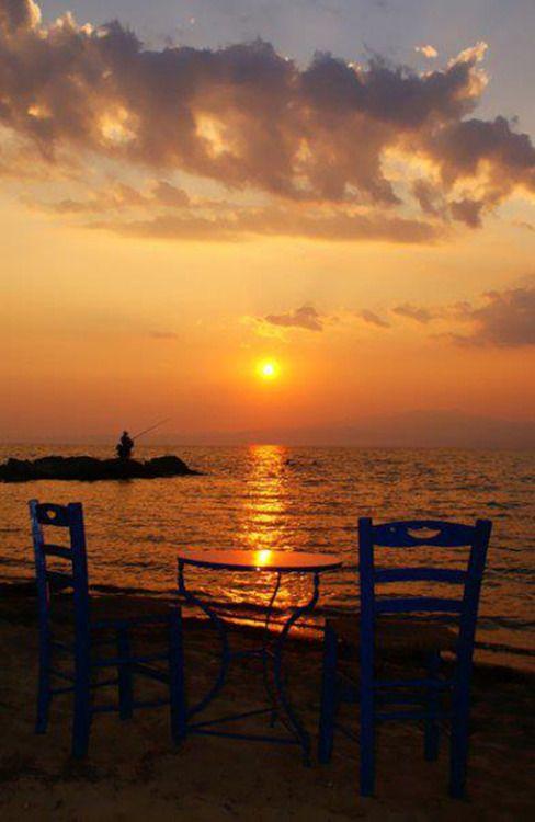 Δειλινο στη Θασο ~ Sunset in Thasos  Τα δειλινά 'χουνε καημό κι η μοναξιά πληγώνει,παρηγοριά τα όνειρα γι' αυτούς που μένουν μόνοι.   TBoH