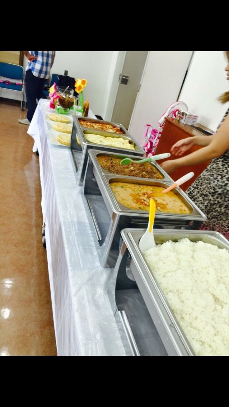A well-served Buffet including Rice, Chicken and Ham&Cheese Cannelloni and Shrimp and Jerked Beef in a classic Brazilian recipe of Bobó.
