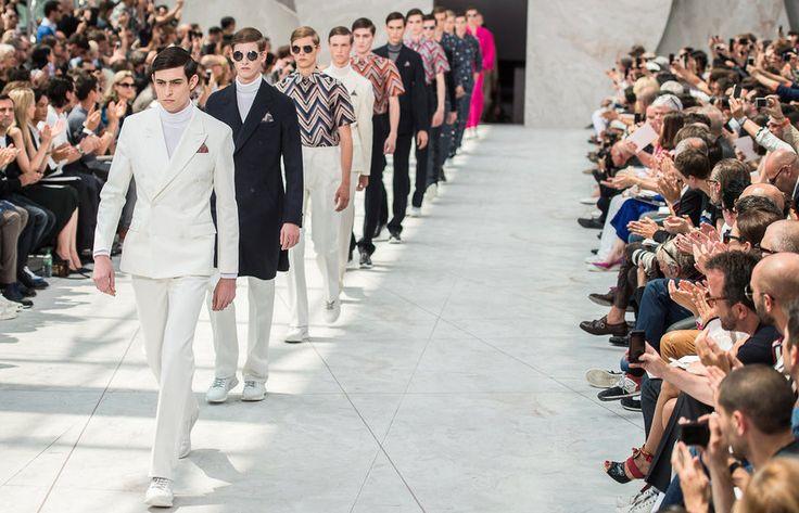 """En la segunda jornada de la Semana de la Moda Masculina de París se pudo apreciar un elegante primavera-verano, que abarca desde los diseños con los colores de la India y los pantalones """"sementeros"""" de Louis Vuitton, hasta el original """"dandy"""" tropical de Issey Miyake Men."""