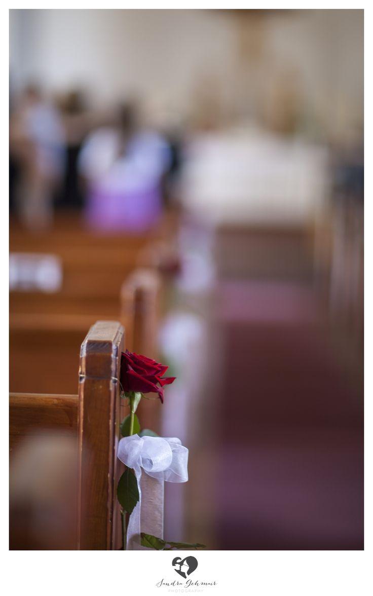 #decoration #decorationtips #tips #interior #wedding #hochzeit #weddingday #weddinghour #bridetobe #clean #white #highkey #interesting #dekotips #photography #photo #table #dekoration #tischdekoration #church #seat #priest #pfarrer #kirche #rose #roses #wedding #ceremonial #zeremonie #heilig #holy #redroses #roterosen #braut #braeutigam #groom #bride #traualtar #altar