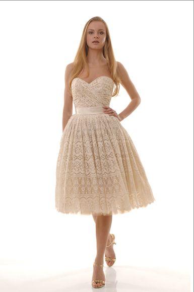 Wir lieben dieses Baumwollkleid von The Cotton Bride, auch weil es eine weibliche Aura im Flair der 50er hat.