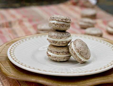 The Daring Bakers Practice Their French Kissing – Cinnamon and Cream Cheese Macarons « 17 and Baking