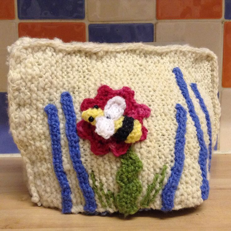A home spun knitted t cosy