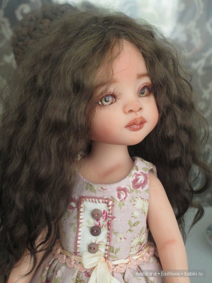 Paola Reina rewig repaint, new eyes and of course clothes