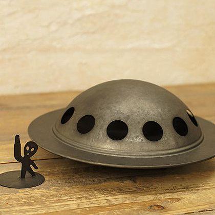 ブリキの蚊取り線香ケース(UFO)宇宙人つきです蚊取線香入れ蚊遣り