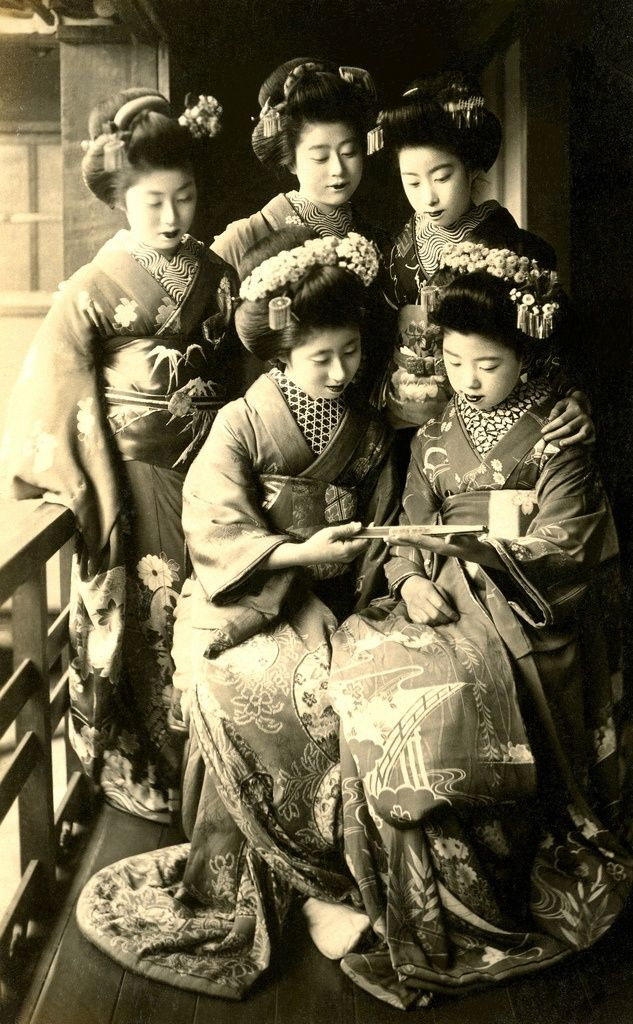 Vintage geshia women.  jj