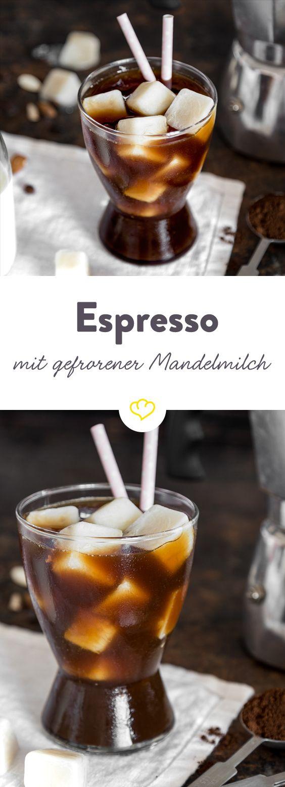 Espresso mit frozen Mandelmilch: Cooler Wachmacher im Glas