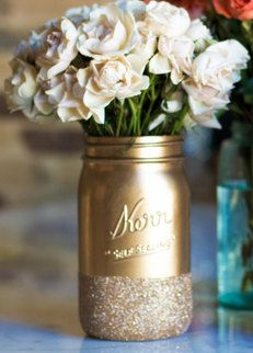 Add a little sparkle to your home with our gorgeous glittered mason jars! Jars measure approximately 32 ounces. Please choose between gold, silver, or black. Jars make an excellent hostess gift or table arrangement for your next party or event!