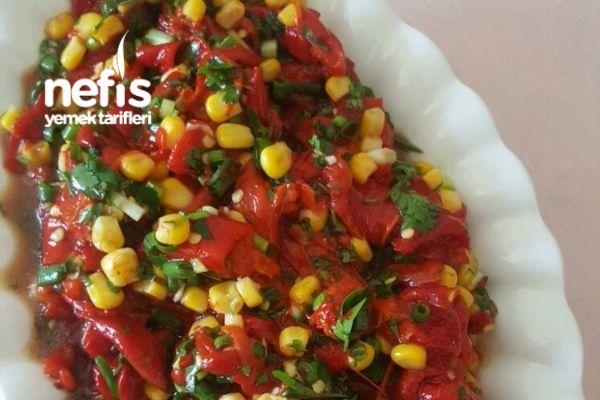 Kırmızı Biber Salatası Tarifi nasıl yapılır? 1.782 kişinin defterindeki bu tarifin resimli anlatımı ve deneyenlerin fotoğrafları burada. Yazar: Gönül Duran