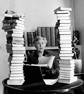 Агата Кристи и ее книги - сразу видно, список произведений будет длинным.