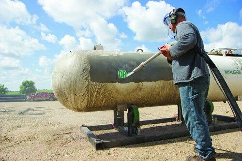 Mínimo consumo de abrasivo solamente de 4 a 5 kilogramos por metro cuadrado de limpieza. Ecoquip es sandblasting ecológico