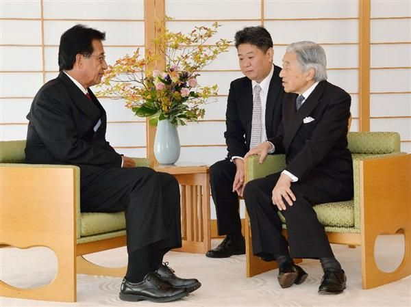 ミクロネシア連邦のモリ大統領と会見される天皇陛下=4日、皇居・御所