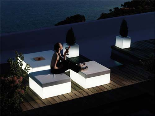 illuminated simple and modern outdoor furniture that can illuminated this is an outdoor furniture collection by vondom called as quadrat garden pouf