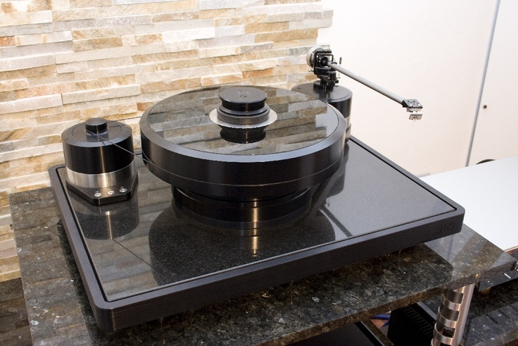 Brinkmann Audio La Grange Turntable with 10.5 Tonearm and EMT Ti MC Cartridge.