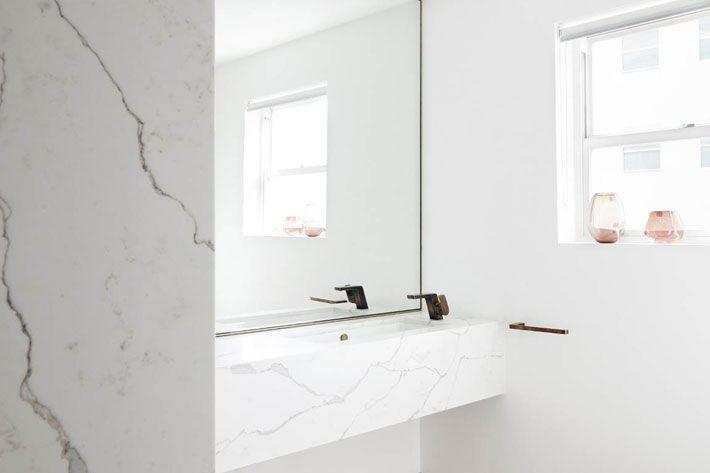 Smartstone Calacatta Blanco in bathroom by Amber Road Design