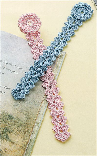 [Free Pattern] This Easy Shell Bookmark Is The Perfect Gift For Any Book Lover! - Knit And Crochet Daily