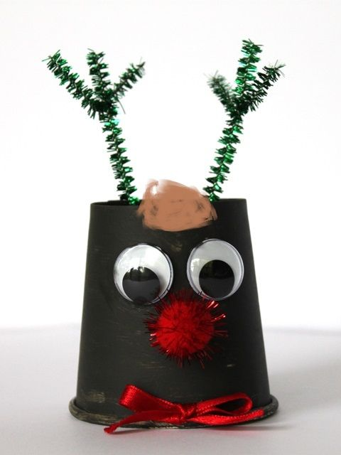 This reindeer is so simple to make using Shamrock Craft's paper cups.