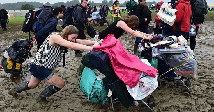Glastonbury 2016 traffic and news: Live updates as festival lovers suffer 21 hour journeys amid weather mayhem