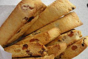 традиционное итальянское печенье - Бискотти - печенье-сухарики, готовое изделие может храниться до 2-х недель, поэтому такое печенье принято печь в рождественские праздники