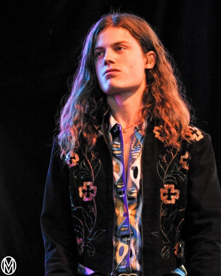 Looking like he's fresh off the runway, BØRNS style was a perfect fit at Fashion Meets Music Festival @bornsmusic