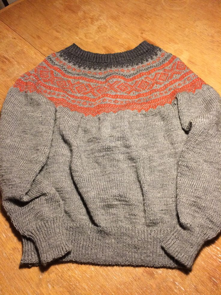 Min første sweater! Marius mønster i orange og grå farver