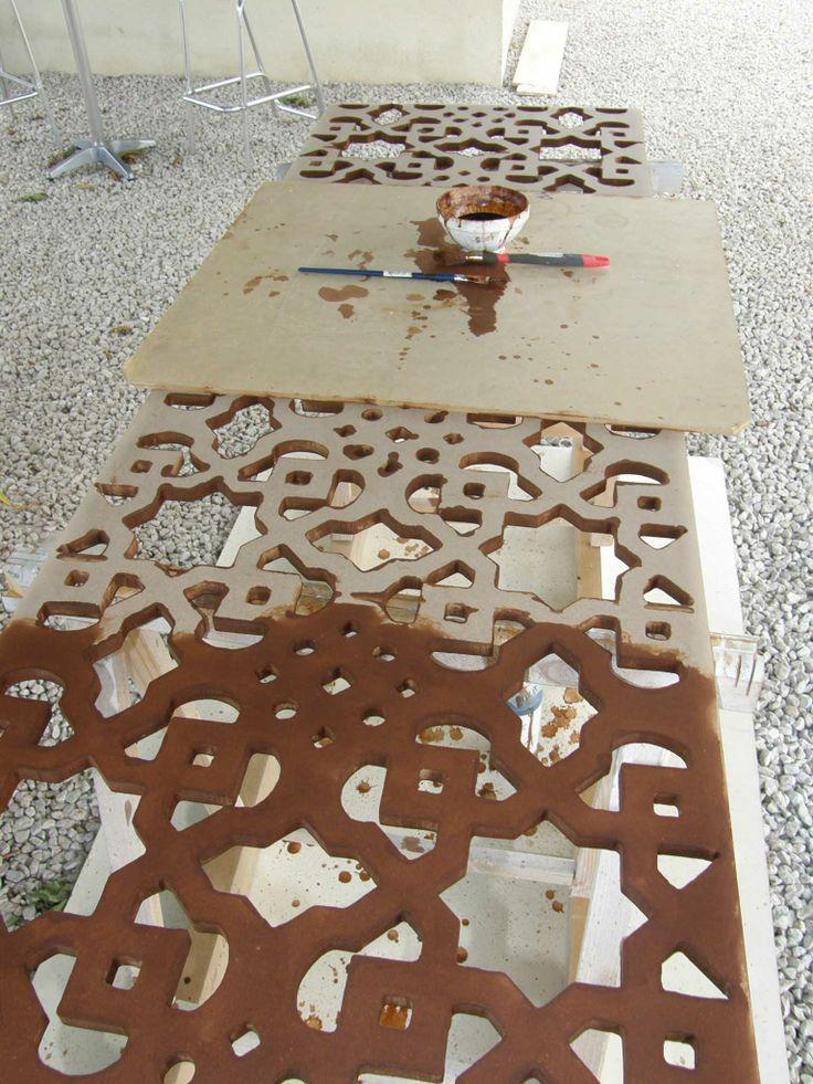 Teinte acajou clair d 39 un futur moucharabieh claustra en for Rosace en platre marocain
