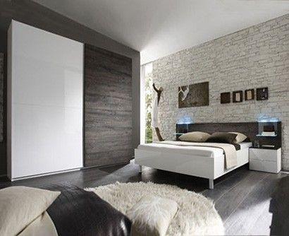Camera bianco e rovere wenghè, con anta folding e giroletto dritto con comodini